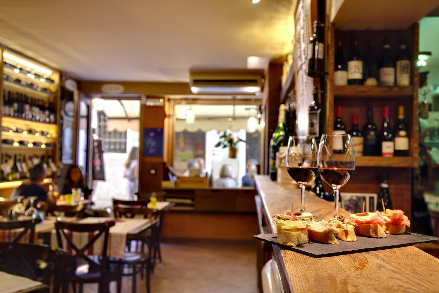 Vineria all'Amarone interiors, plus Cicchetti & Wine
